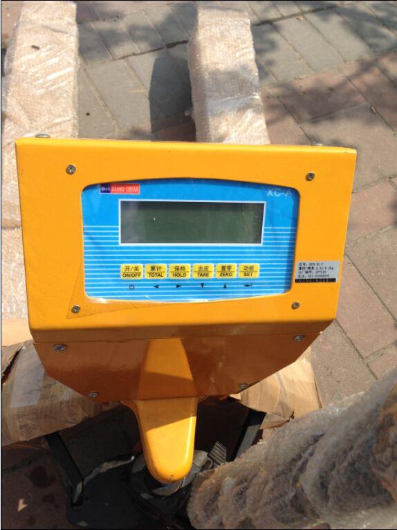 高起升手动液压 叉车秤是一种高起升装卸和短距离